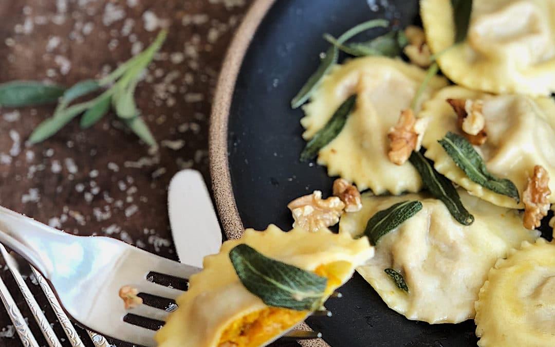 Ravióli de abóbora cabotiá com manteiga de sálvia