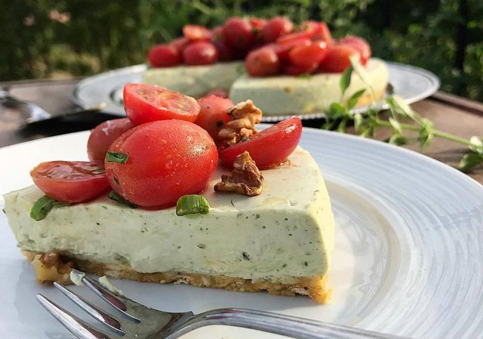Cheesecake de Pesto de Manjericão com tomate cereja