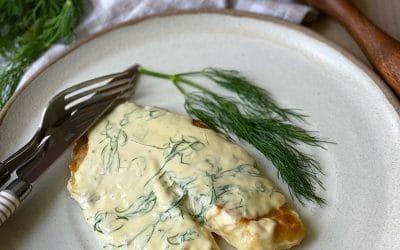Filé de peixe grelhado com molho de limão siciliano e endro